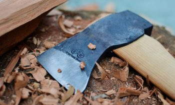 How to sharpen an axe with a grinder
